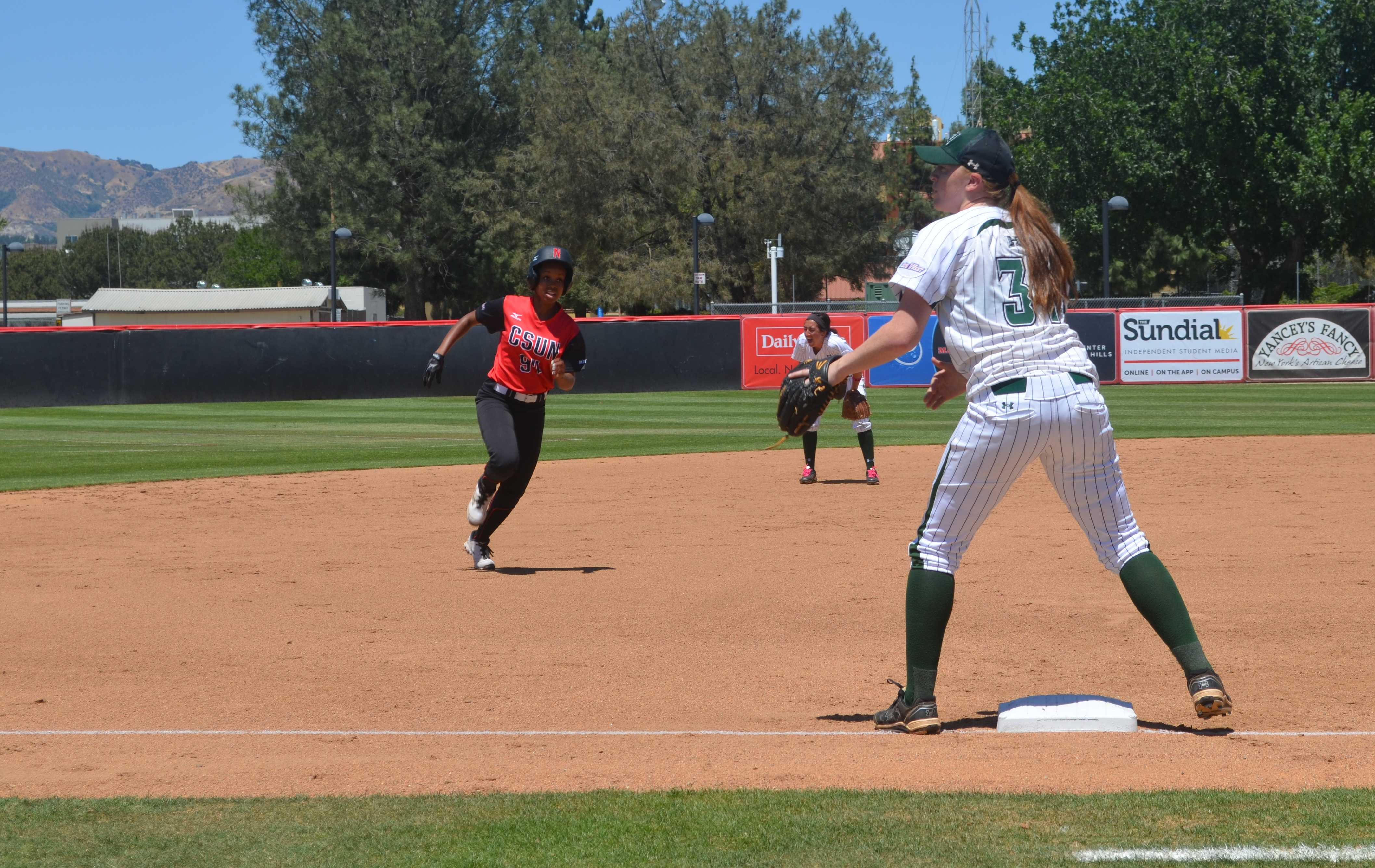 Sophomore+Taylor+Glover+darts+toward+third+during+CSUN%27s+softball+game+against+the+University+of+Hawai%27i+on+Saturday%2C+May+2.+Natahlie+Ramirez%2FContributor