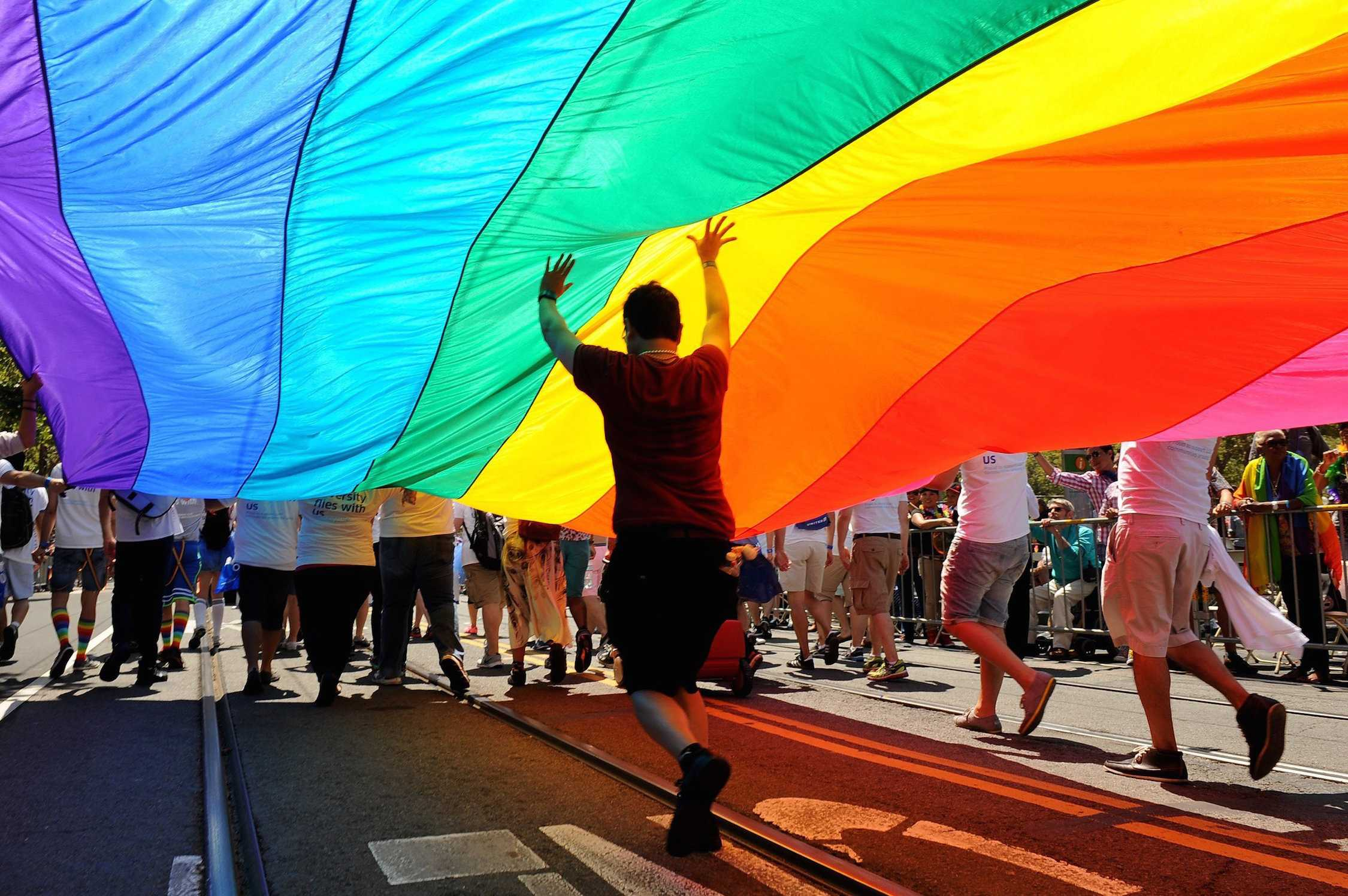 U.S. Supreme Court legalizes gay marriage
