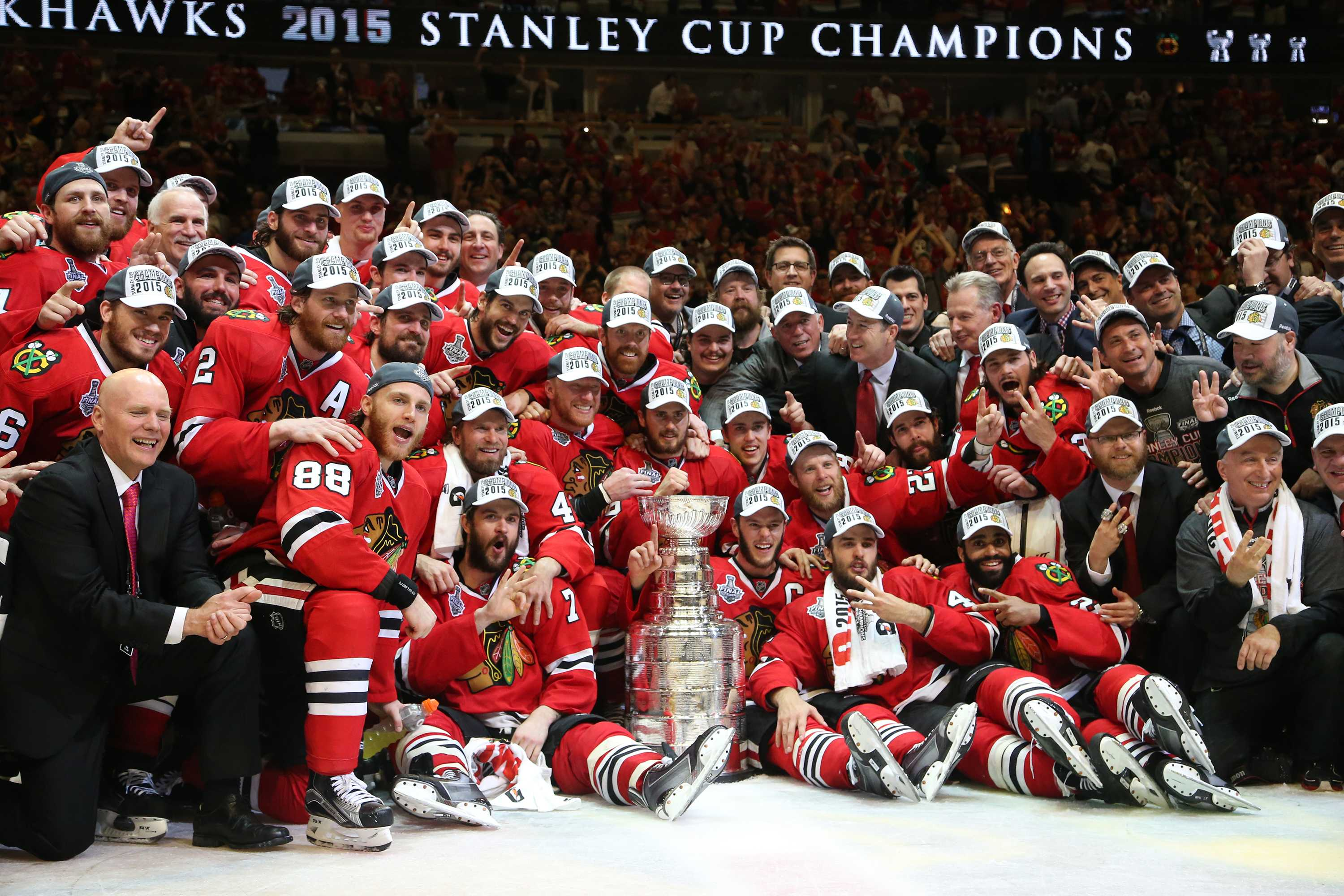 The+Chicago+Blackhawks+celebrate+after+defeating+the+Tampa+Bay+Lightning+in+Game+6+of+the+Stanley+Cup+Final+on+Monday%2C+June+15%2C+2015%2C+at+the+United+Center+in+Chicago.+%28Brian+Cassella%2FChicago+Tribune%2FTNS%29