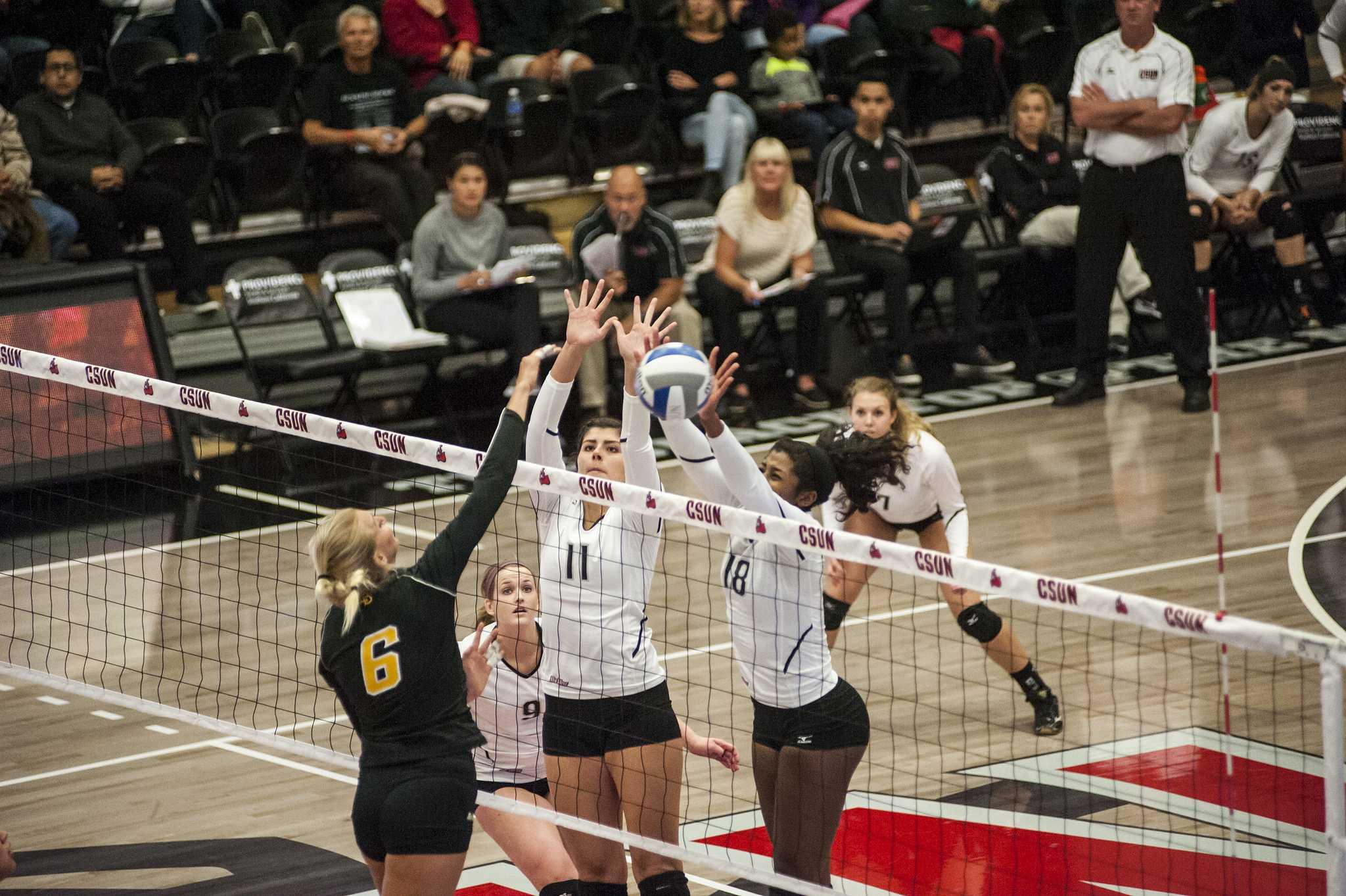 Women's Volleyball: Lipscomb edges CSUN in season opener