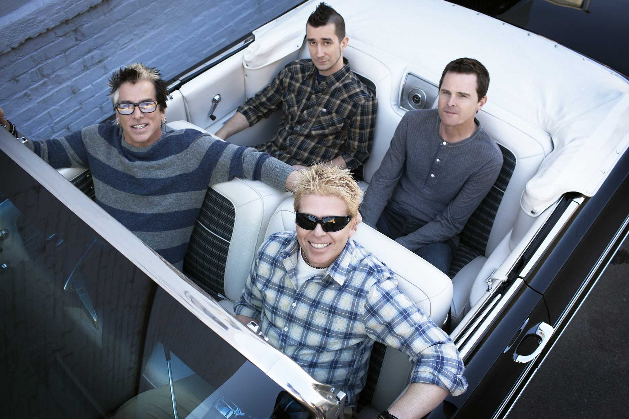 Review: The Offspring gives life to the Hollywood Palladium