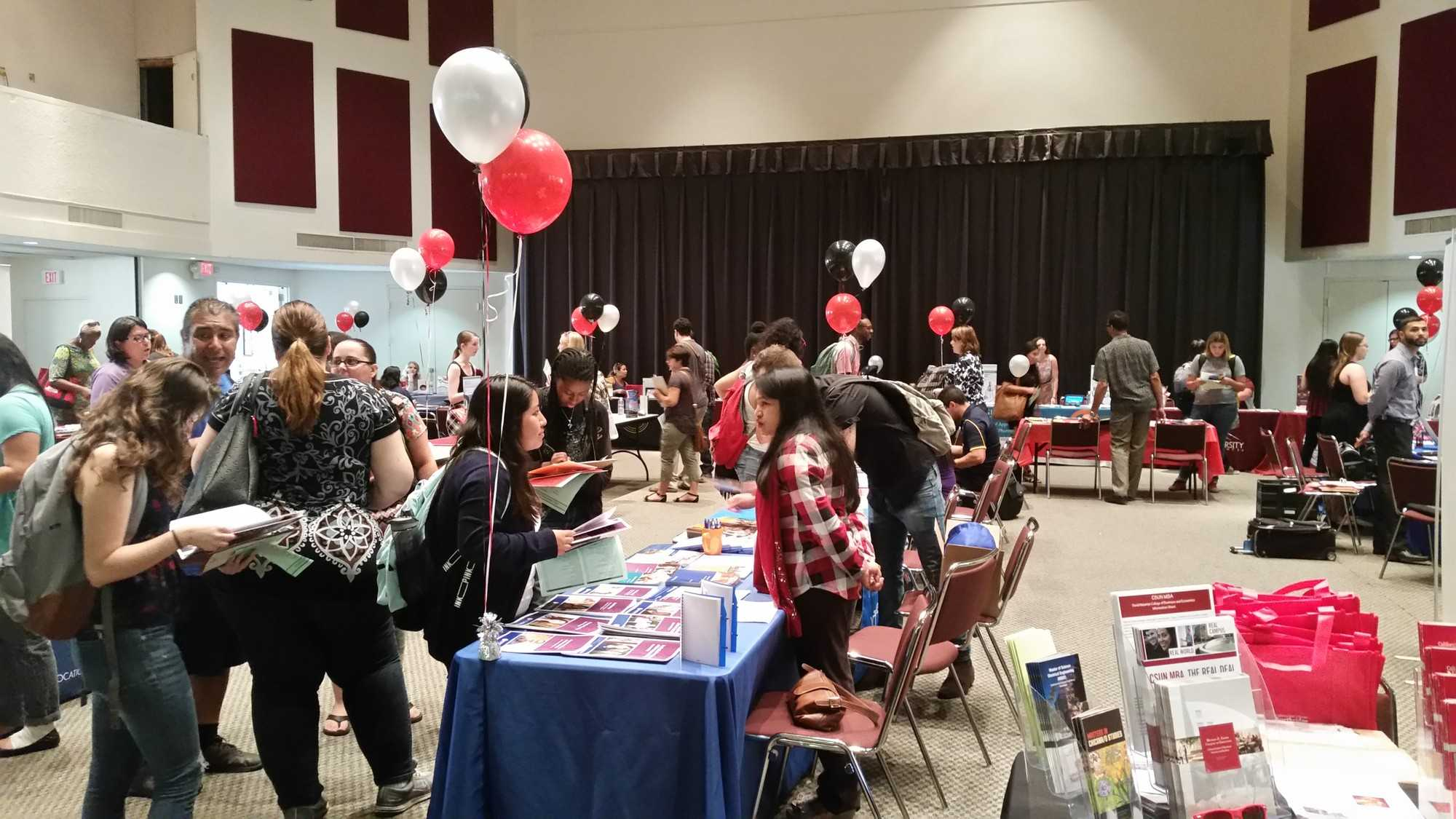 Past+and+present+CSUN+students+browse+booths+at+the+Grad+%26+Professional+School+Info+Day+in+the+Northridge+Center+at+the+USU.+Sept.+24%2C+2015.+Photo+credit%3A+Vanessa+Barajas