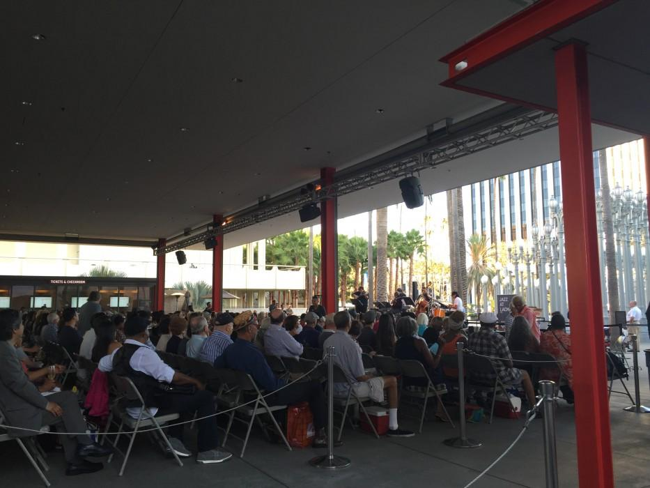 Crowds+gathered+eager+to+enjoy+their+picnics+and+soothing+Jazz+music+at+the+LACMA.+%28Photo+credit%2F+Julie+Gauthier%29+