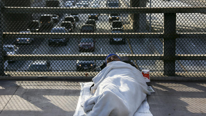 A+homeless+man+sleeps+on+the+Main+Street+bridge+in+downtown+Los+Angeles.+%28Irfan+Khan+%2F+Los+Angeles+Times%29