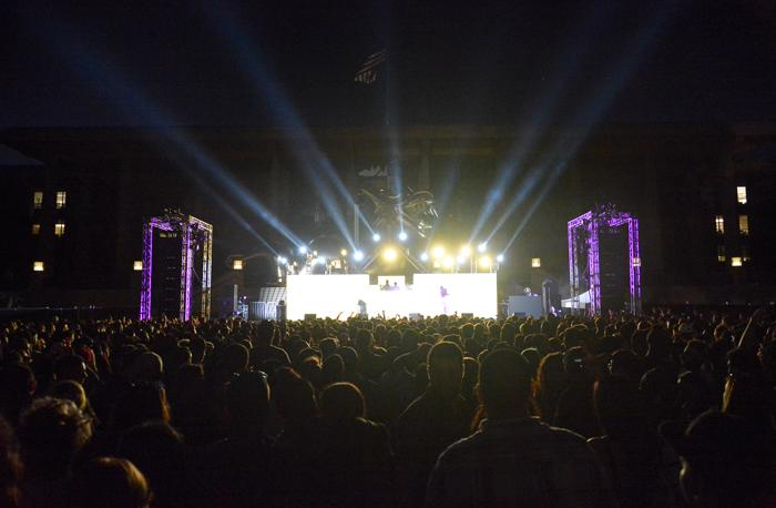 A+crowed+watches+the+stage+as+Big+Show+welcomes+Tyga+and+DJ+Carnage.