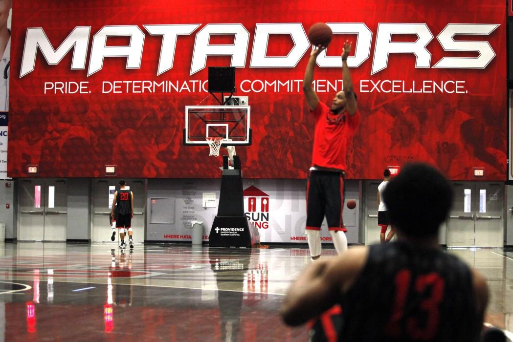 Freshman guard Kelton Conway watches junior Darin Johnson shoot before practice. Both are new additions to a Matadors team that only returns three players from last season. Photo credit: Juan Pardo