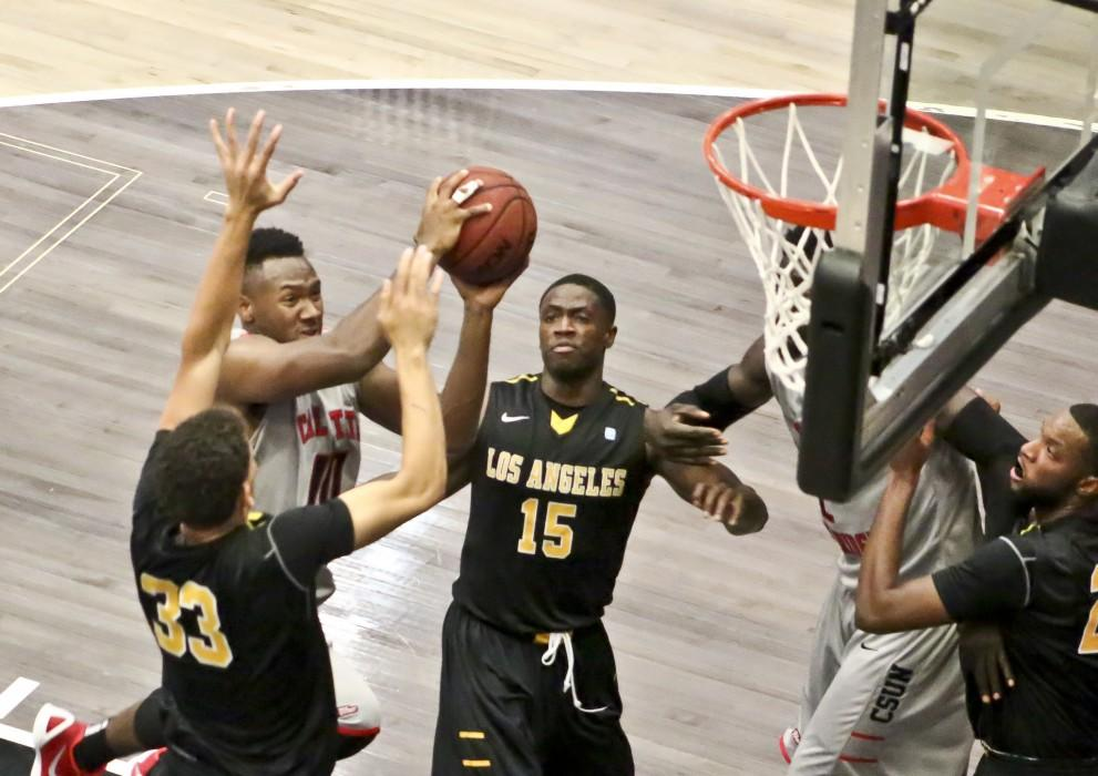 Matadors falter down the stretch, lose to South Dakota, 76-72