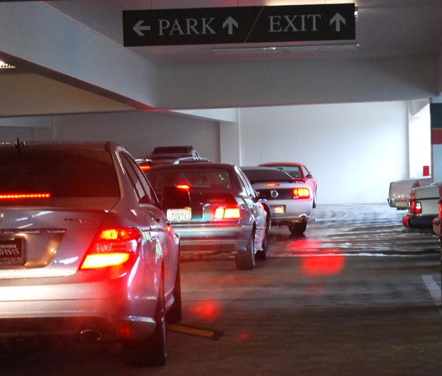 Students+wait+in+a+line+to+exit+CSUN%27s+G3+parking+structure.+%28Christianna+Triolo+%2F+File+Photo%29