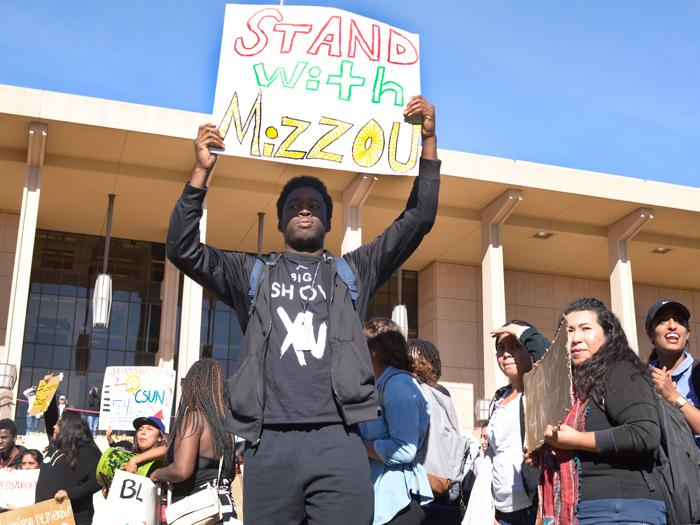 CSUN+students+stood+in+front+of+the+library+to+show+their+support+for+the+University+of+Missouri+and+their+discontent+with+CSUN+staff+diversity+at+the+CSUN+Oviatt+Lawnon+on+Wednesday%2C+Nov.+18%2C+2015.+%28Raul+Martinez+%2F+The+Sundial%29
