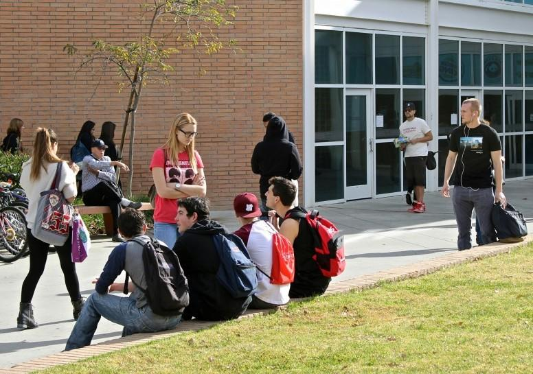CSUN+students+gather+in+front+of+the+Matador+Bookstore+Complex+as+they+wait+for+classes.+%28File+Photo+%2FLucas+Esposito+%2F+The+Sundial%29