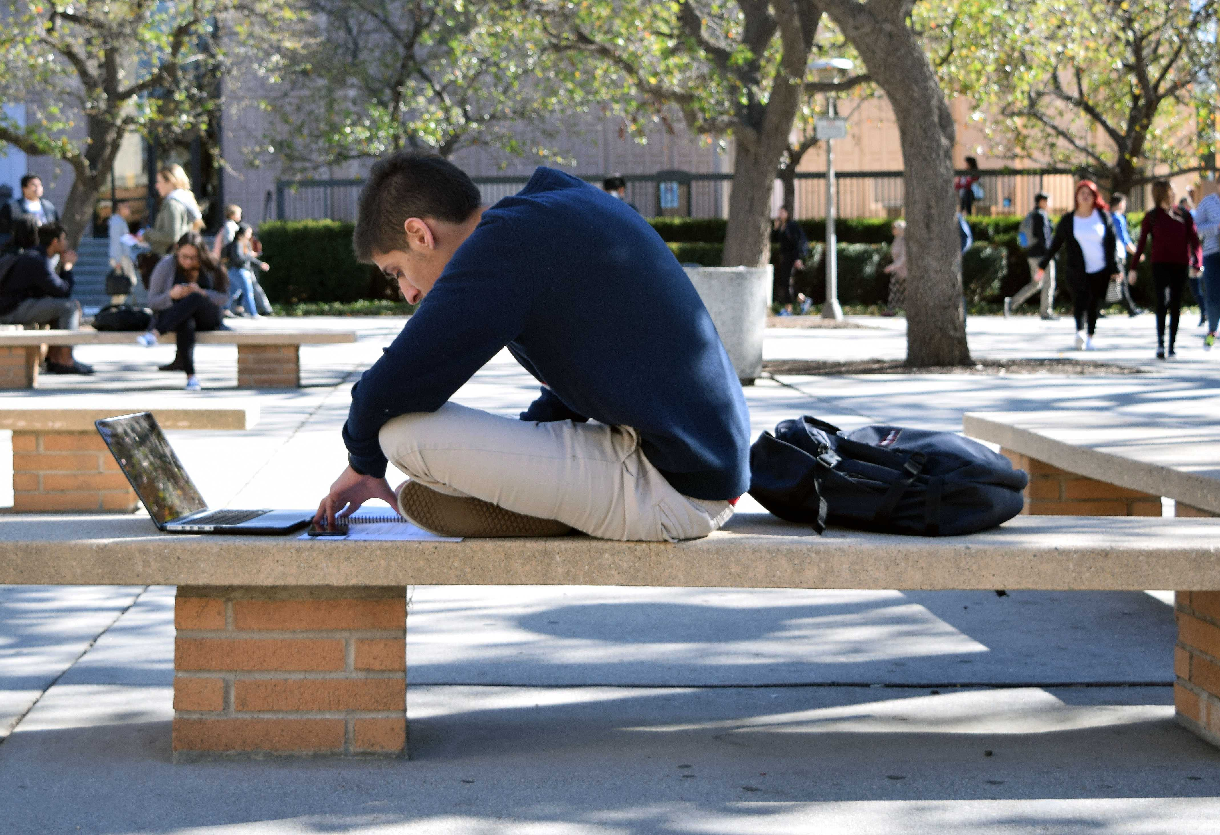CSUN students share advice, campus events to help conquer senioritis