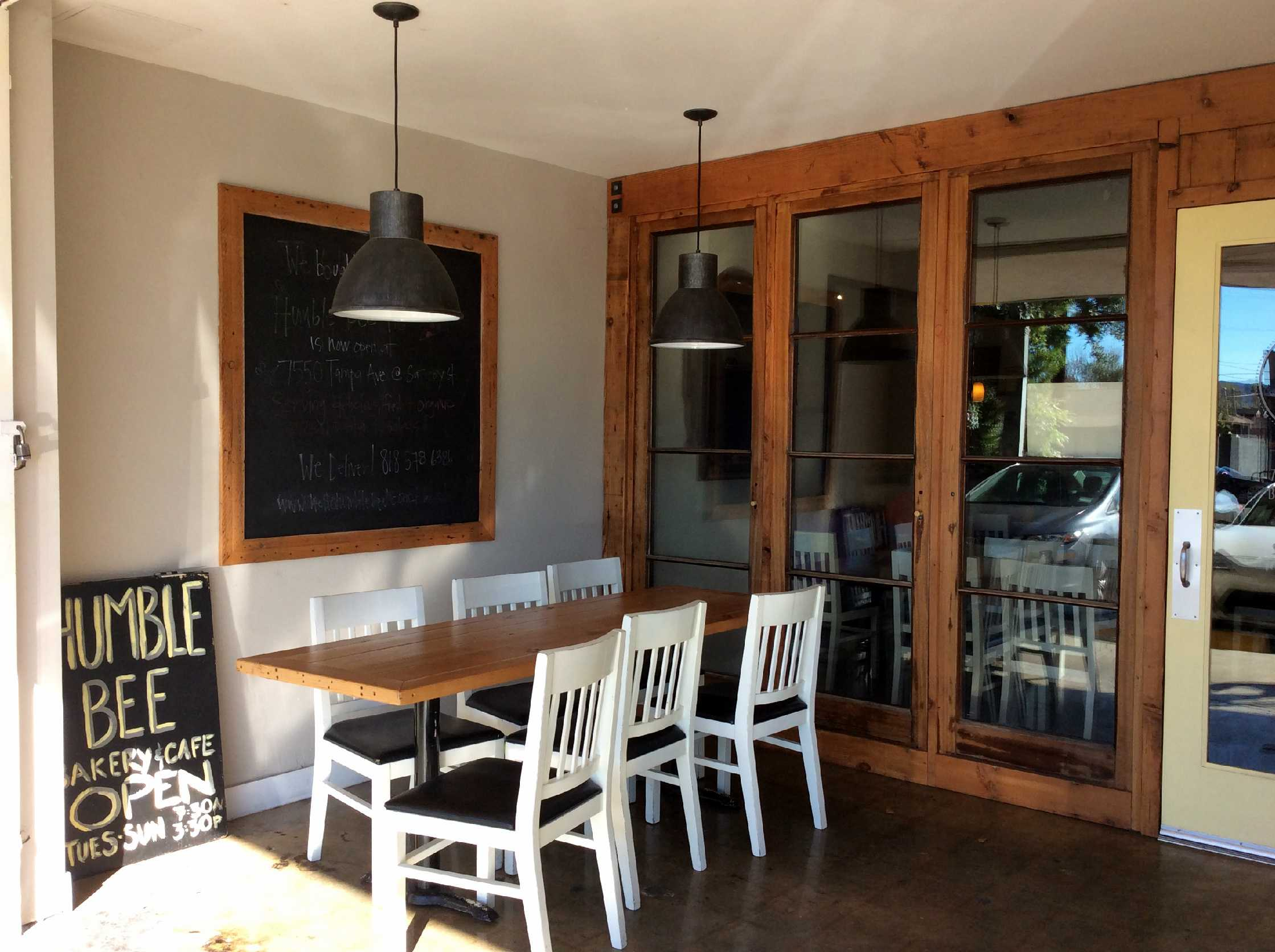Patio+seating+in+the+front+of+Humble+Bee+Bakery+and+Cafe+on+the+corner+of+Saticoy+Street+and+Louise+Ave.+Photo+credit%3A+Genna+Gold