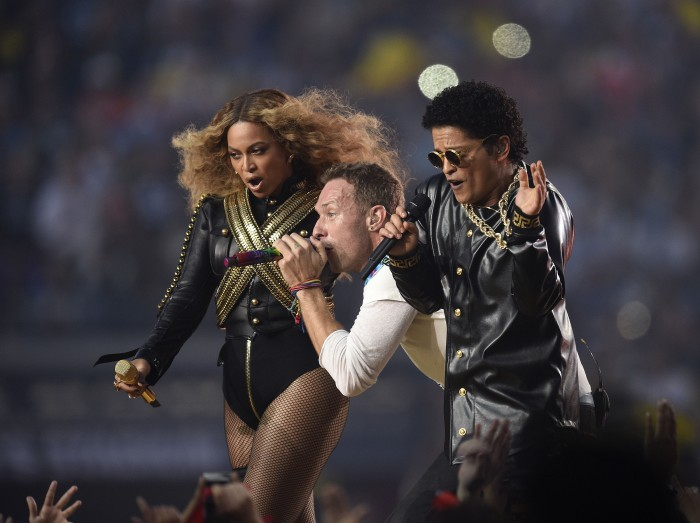 From left, Beyonce, Chris Martin of Coldplay, and Bruno Mars perform during the halftime show at Super Bowl 50 at Levi's Stadium in Santa Clara, Calif., on Sunday, Feb. 7, 2016. (Jose Carlos Fajardo/Bay Area News Group/TNS)