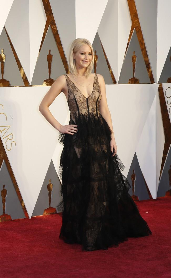 Jennifer Lawrence arrives at the 88th Academy Awards on Sunday, Feb. 28, 2016, at the Dolby Theatre in Hollywood. (Jay L. Clendenin/Los Angeles Times/TNS)