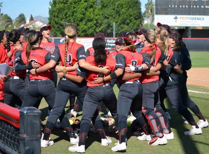 CSUN softball players huddle together