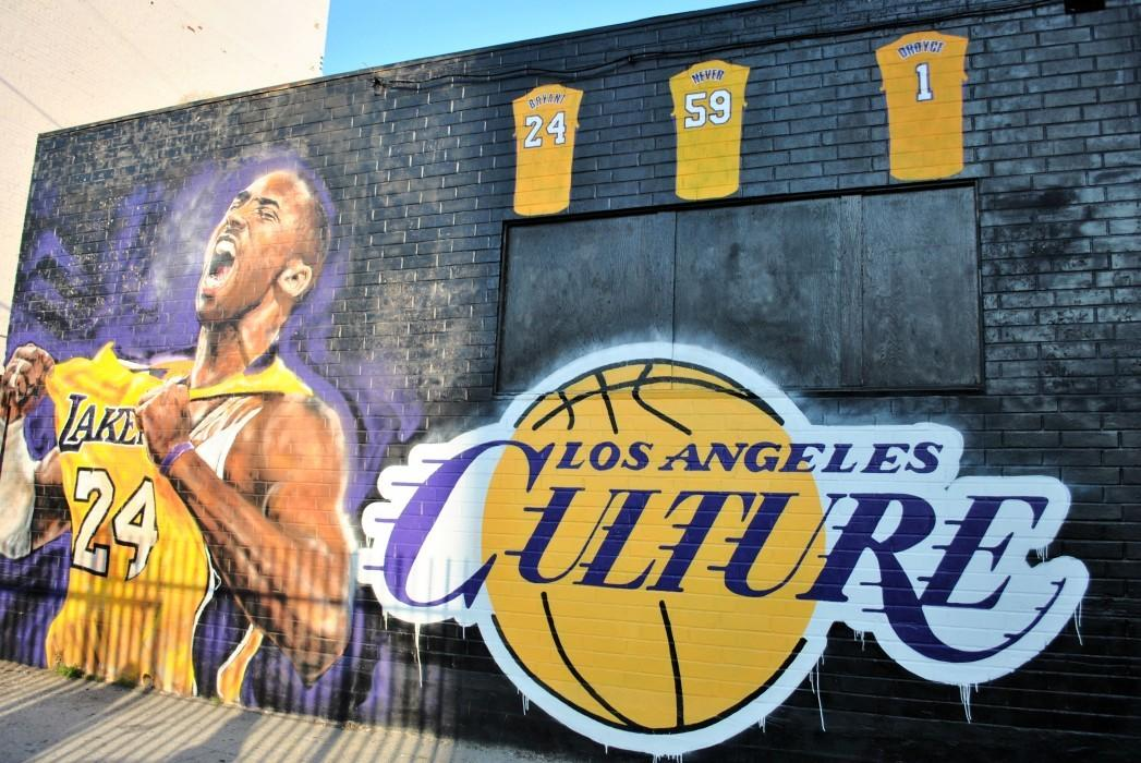 Photo of a Lakers mural with Kobe Bryant
