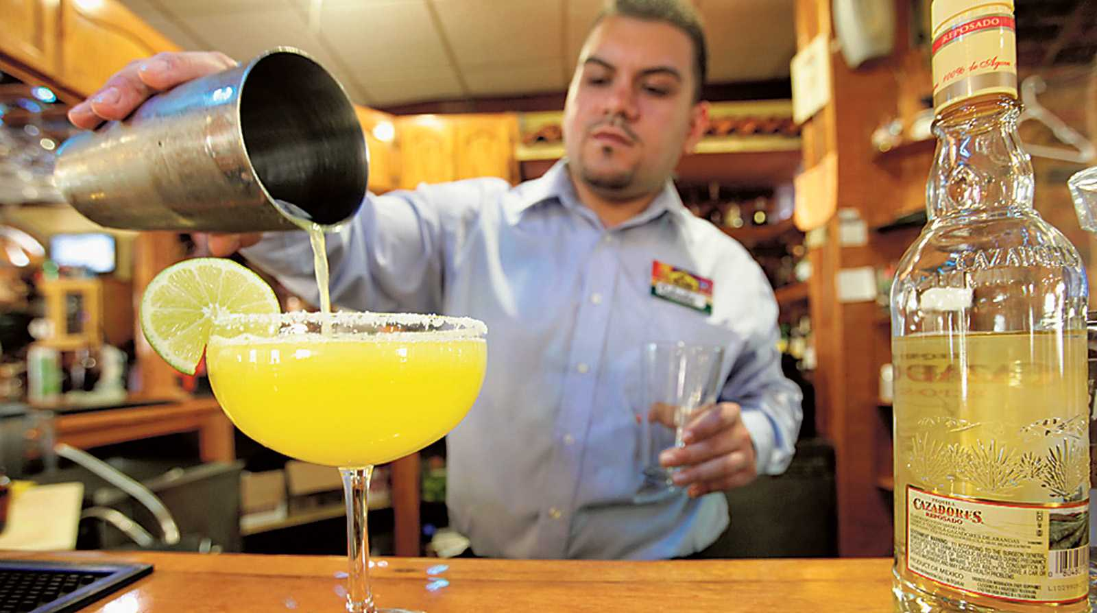 Taqueria Mi Pueblo bartender Salvador Gutierrez's premium margarita includes fresh-squeezed lime and orange juices. (Jarrad Henderson/Detroit Free Press/MCT)
