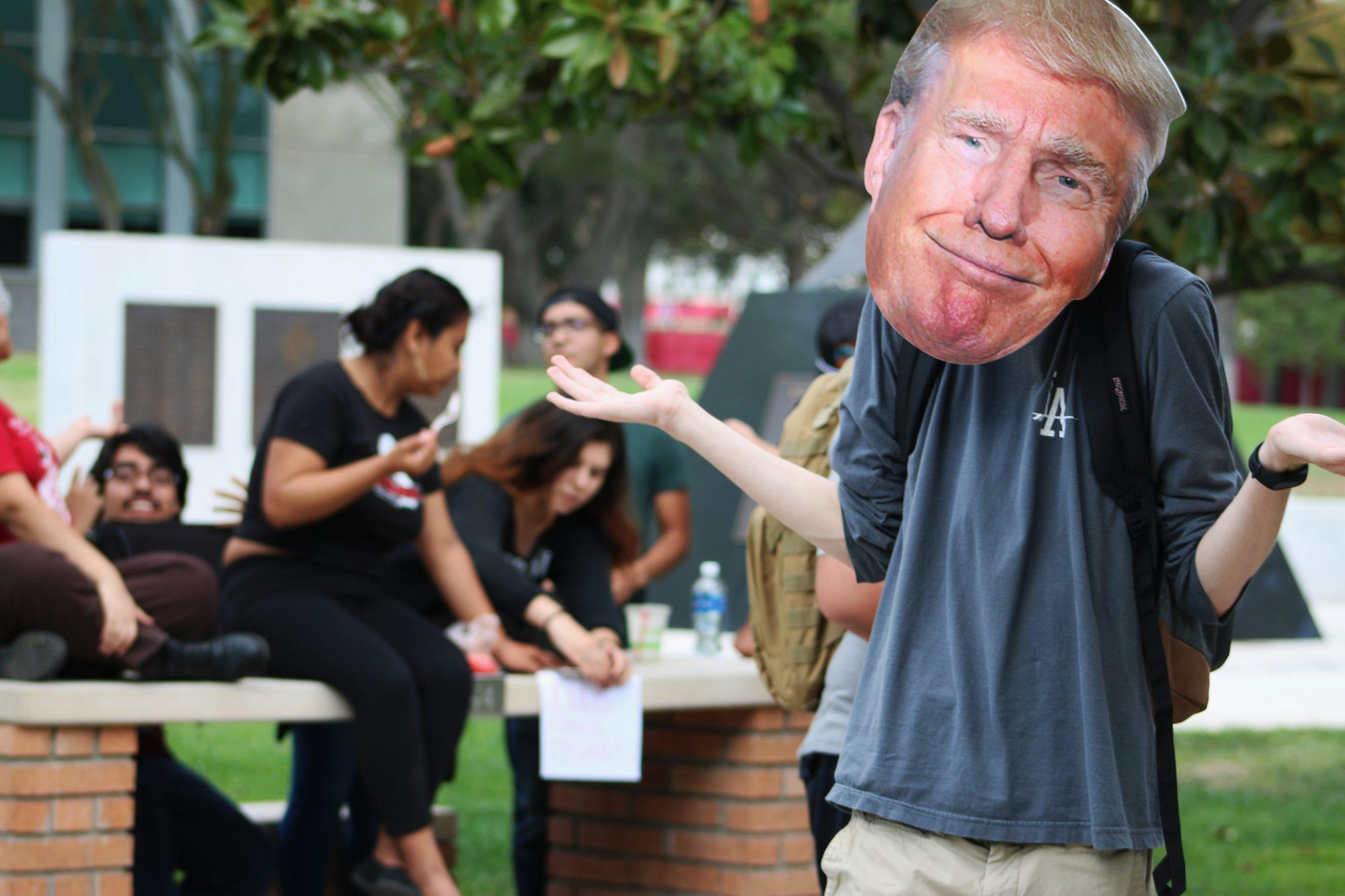 Anti-Trump+students+counter+protest.