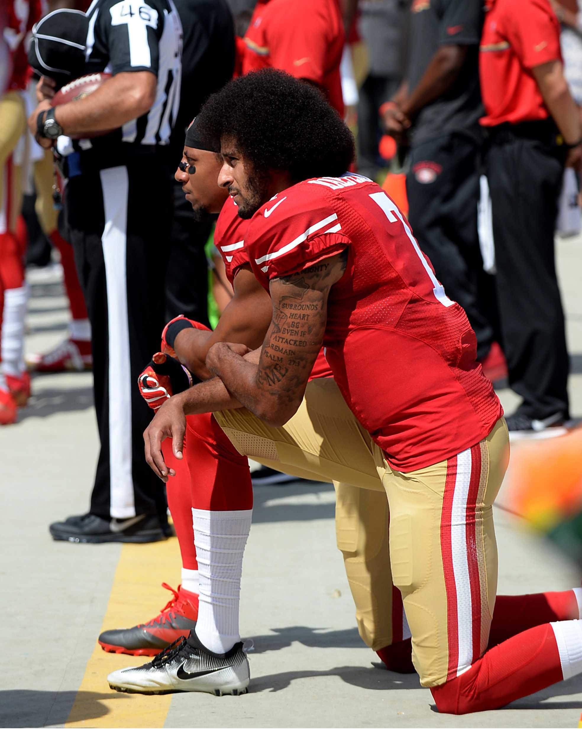 football players kneel