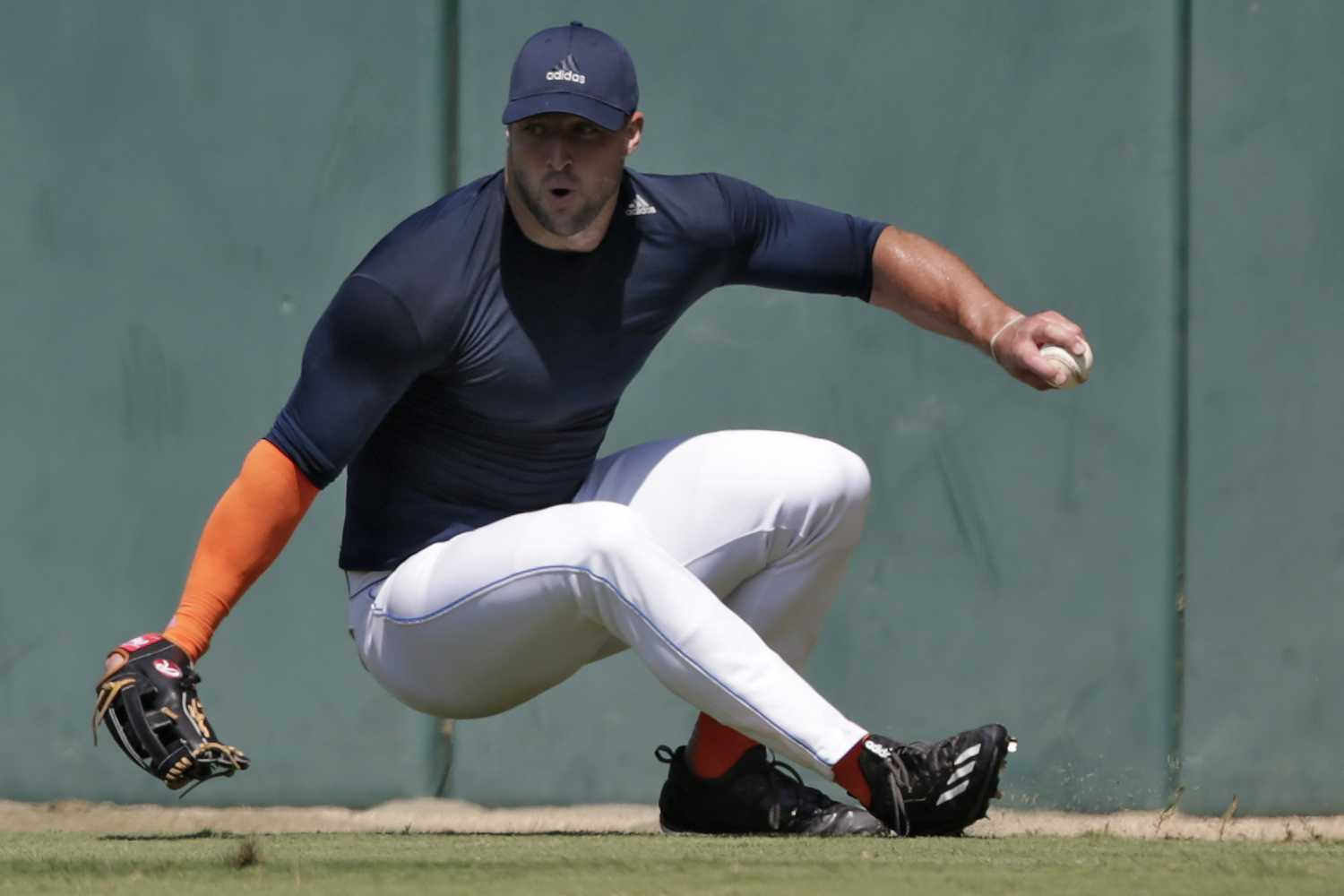 Former+NFL+quarterback+Tim+Tebow+loses+his+footing+as+he+fields+a+ball+during+outfield+drills+at+USC%27s+Dedeaux+Field+in+Los+Angeles+during+a+private+baseball+tryout+on+Tuesday%2C+Aug.+30%2C+2016.+%28Robert+Gauthier%2FLos+Angeles+Times%2FTNS%2FMCT%29