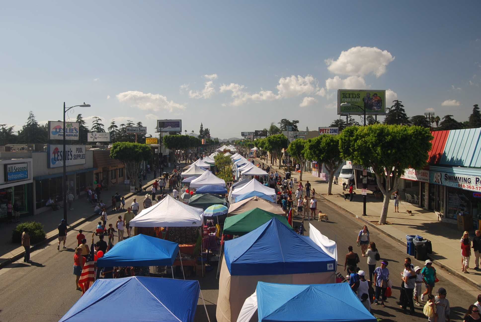 street+fair+tents+and+shoppers