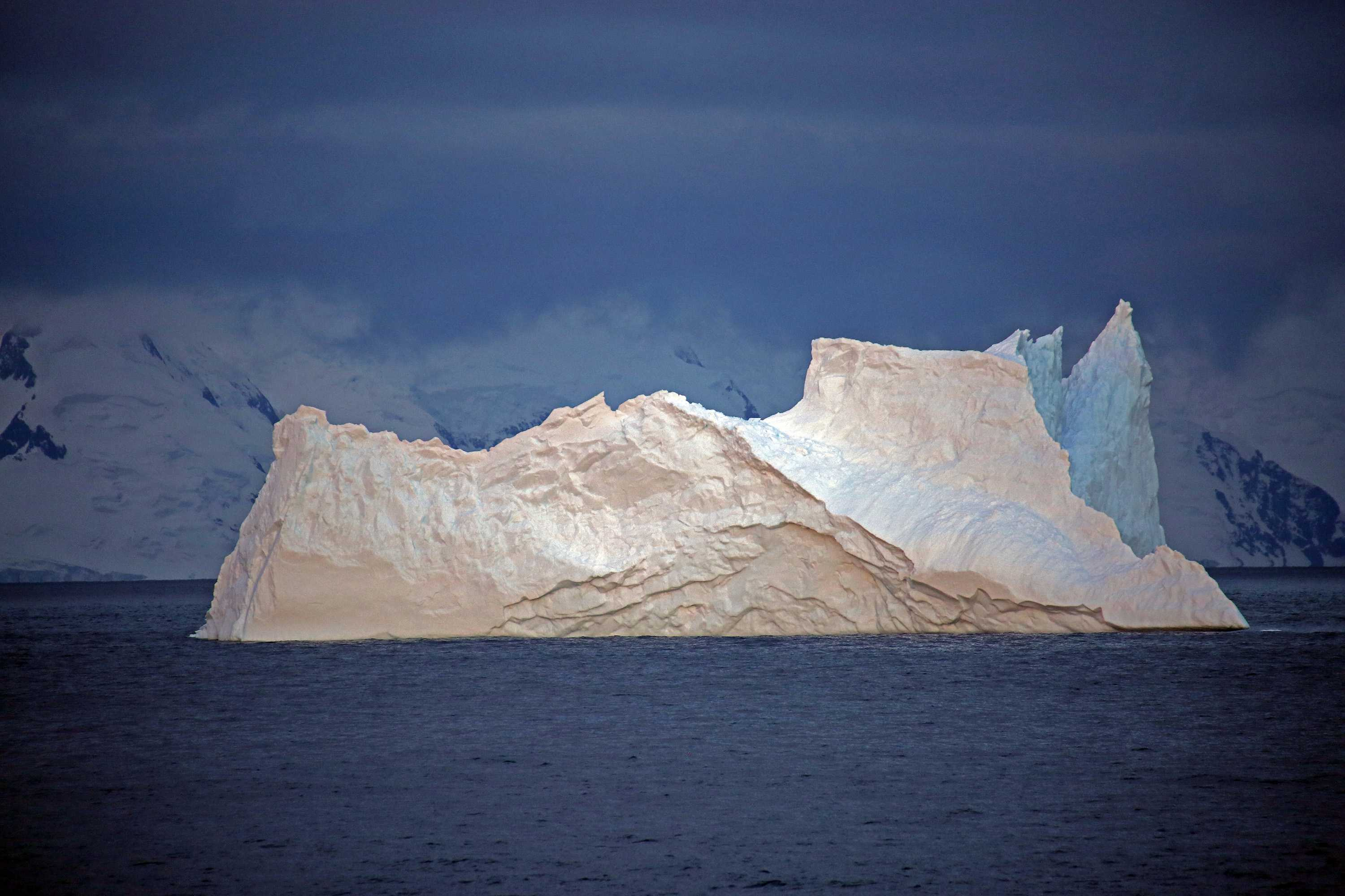 Photo+shows+iceberg