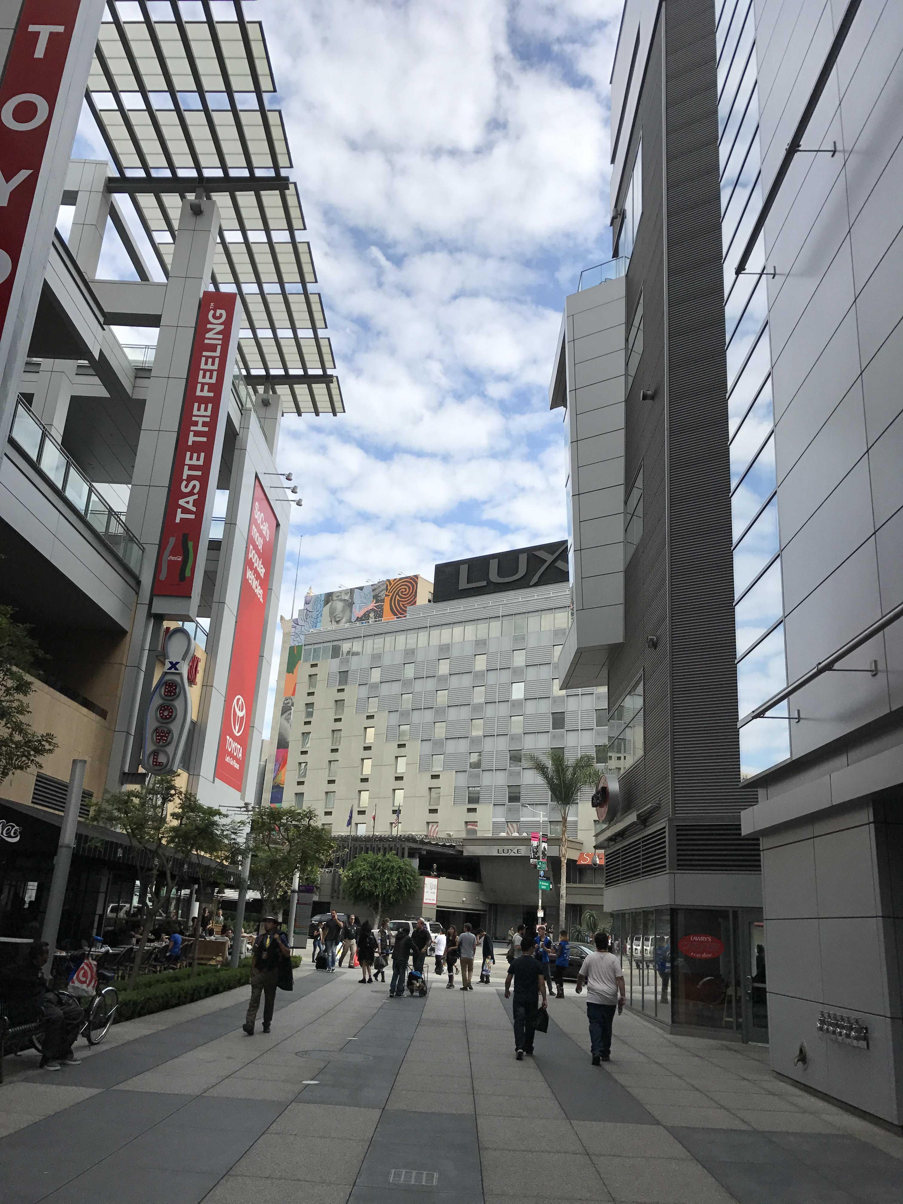 Photo shows outside of conventino center where LA comic con takes place