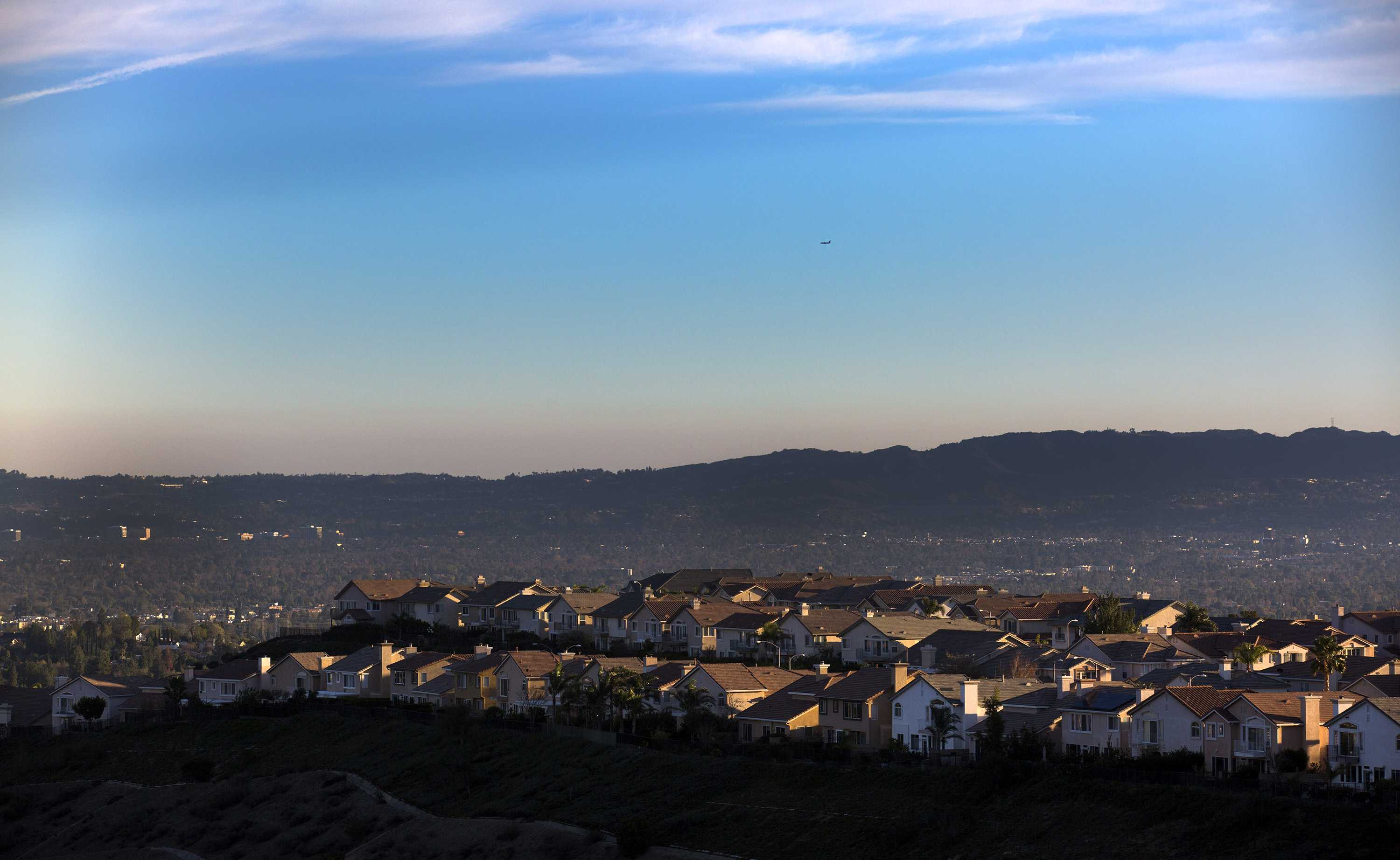 The late afternoon sun casts a warm glow on ridgeline homes overlooking the San Fernando Valley on Dec. 23, 2015 in Porter Ranch, Calif. (Brian van der Brug/Los Angeles Times/TNS)