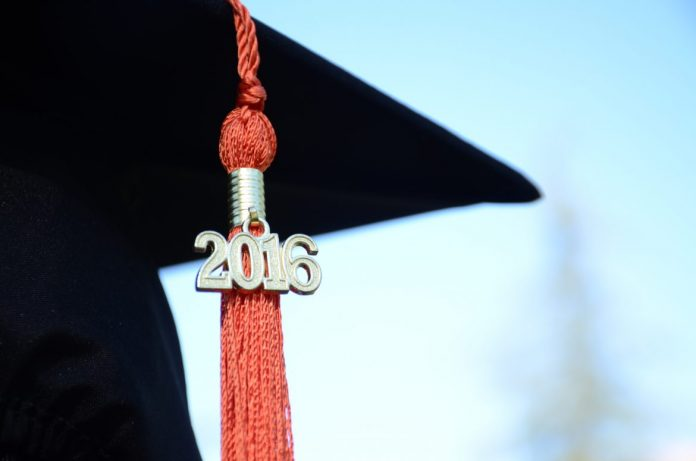 Picture of a 2016 graduation cap and tassle