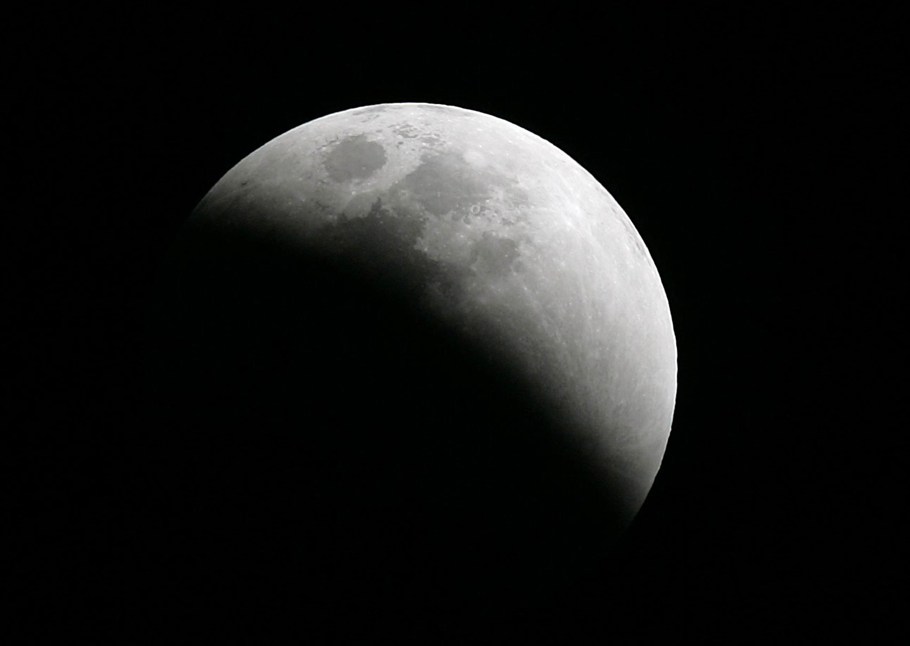 A lunar eclipse taking place over Lakeland, Florida, Wednesday, February 20, 2008. Photo Credit: Mandi Wright/Detroit Free Press/MCT