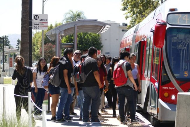 Commuting students board the 744 Metro bus on Vincennes St. near CSUN campus. (Josue Aguilar/The Sundial)