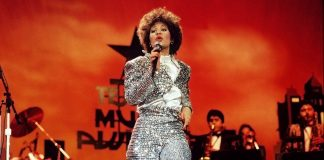 Selena Quinanilla performs during the Seventh Annual Tejano Music Awards