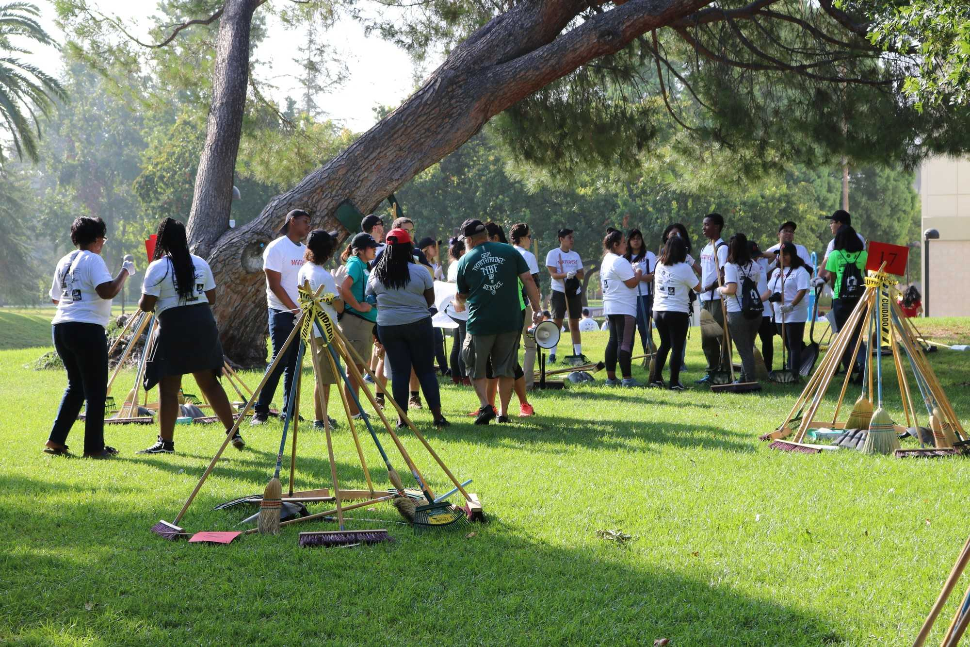 Students and volunteers gathered at Bayramian Lawn and met their groups Photo credit: Julio Mendez Ulloa