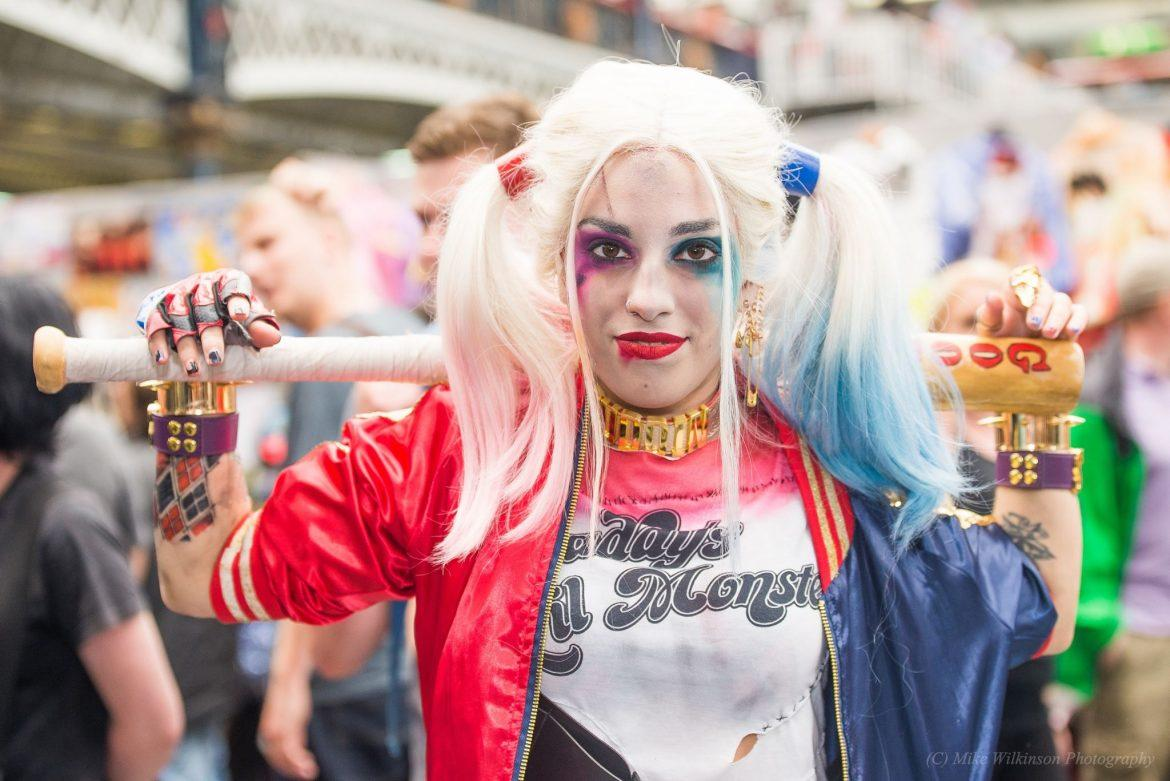 woman in red and blue dressed as Harley Quinn