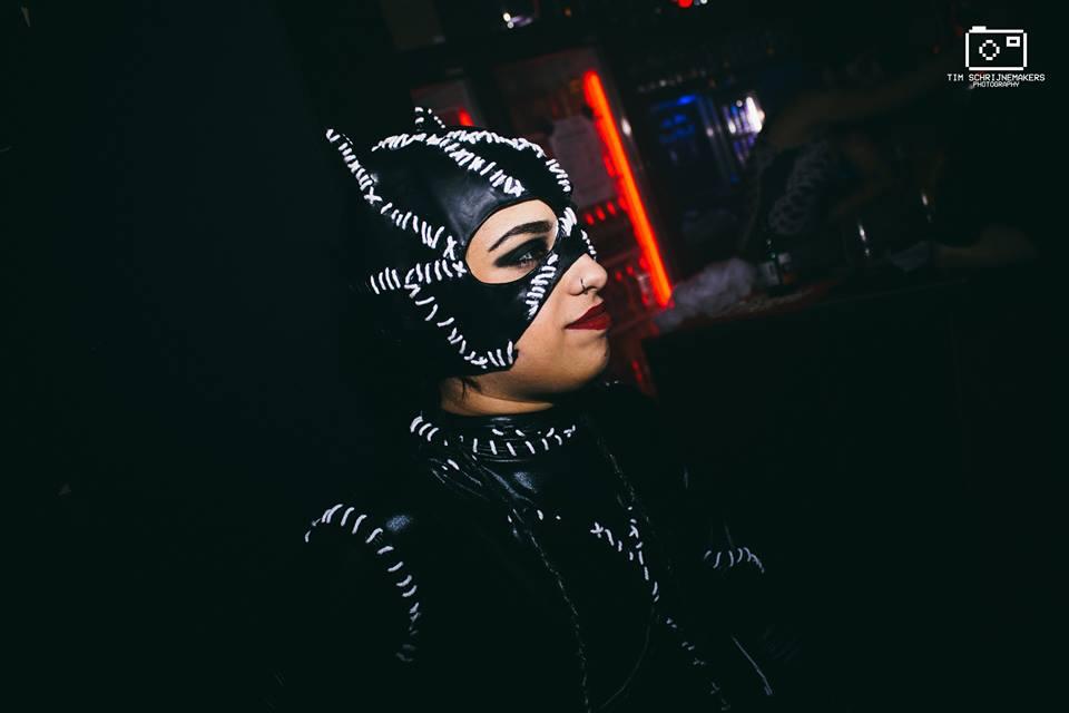 Michelle Pfeiffer Catwoman cosplay (1).jpg