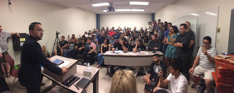 crowd+inside+a+classroom