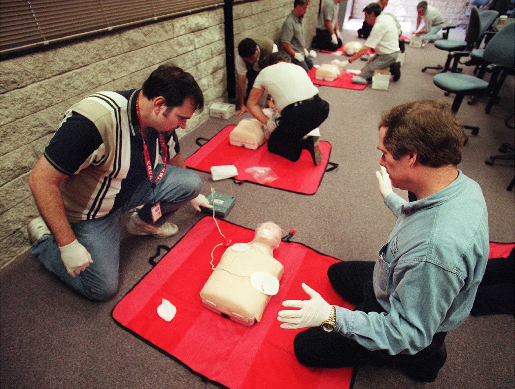 PHOTOGRAPH BY BRUCE C. STRONG/ORANGE COUNTY REGISTER (KRT163 - April 27) Bill Bryant, left, and Bob LaTouche practice heart first aid with an automatic external defibrillator, or AED, during a special class taught by the American Red Cross for employees of Newport Corporation in Irvine, California.