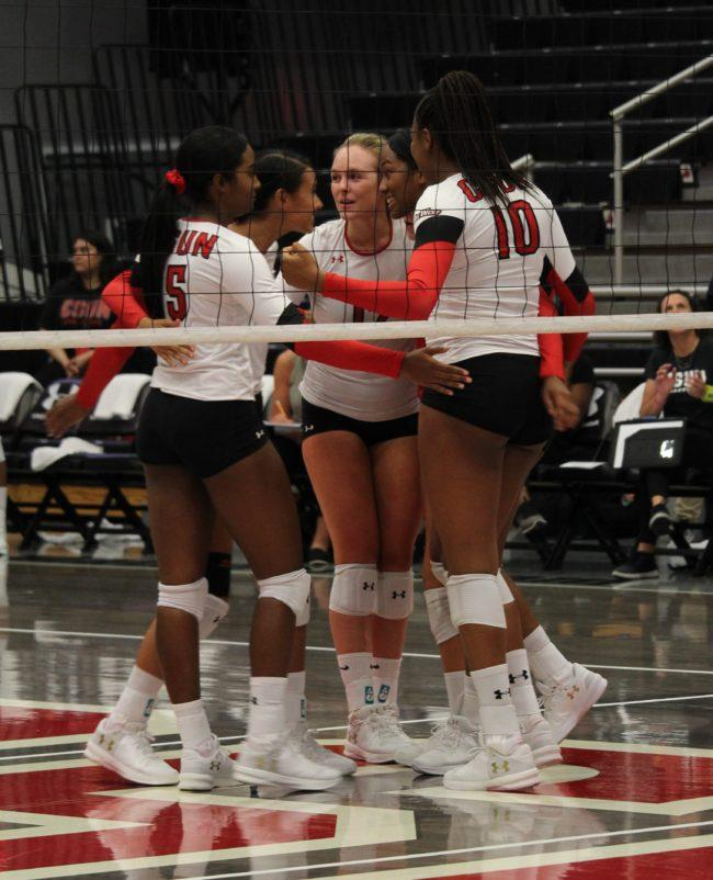 Women's volleyball enters Big West action