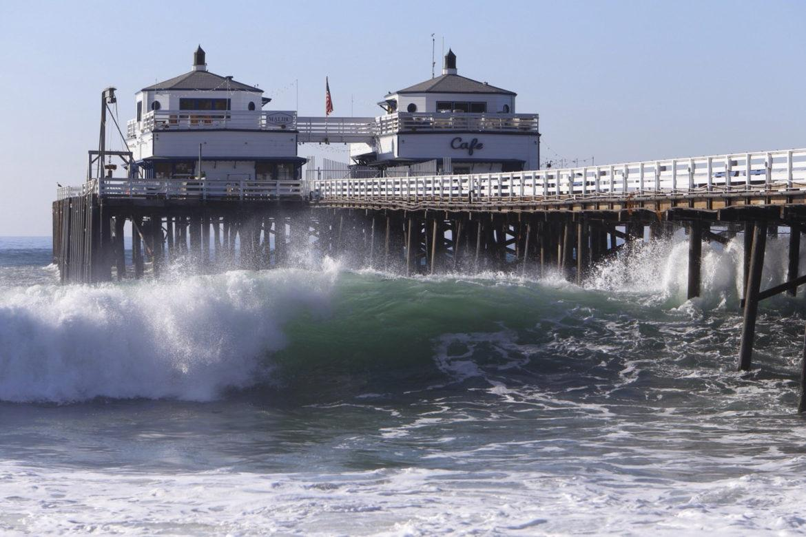 Huge+swells+generated+by+Hurricane+Marie+pound+the+Malibu+Pier+on+Aug.+27%2C+2014%2C+producing+eye-popping+waves+for+the+bravest+of+surfers%2C+while+at+the+same+time+putting+low-lying+seaside+communities+at+significant+risk+of+flooding+and+beach+erosion.+A+trio+of+new+lawsuits+are+aimed+at+forcing+the+world%27s+largest+oil+companies+to+pay+for+the+projected+effects+of+rising+seas+along+California%27s+coast.+%28Al+Seib%2FLos+Angeles+Times%2FTNS%29