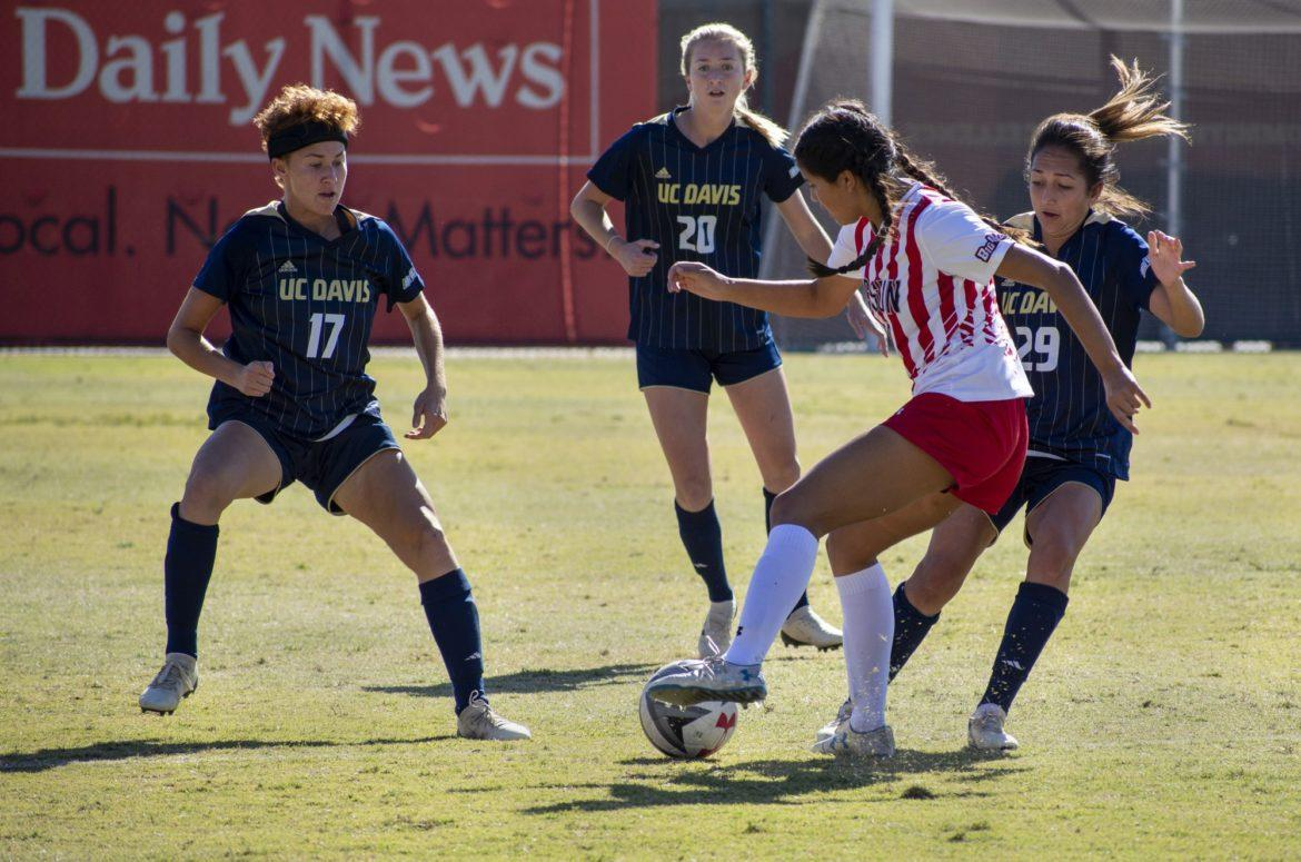Sophomore+Amy+Aquino+attempts+to+get+through+UC+Davis+players.+Photo+credit%3A+Madeline+Martinez