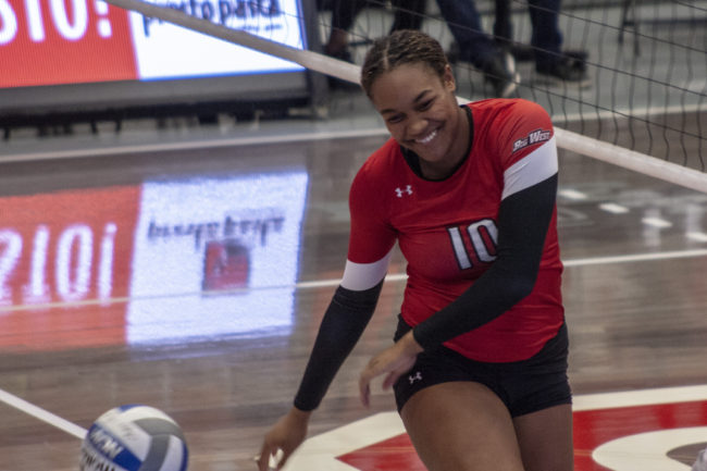 Women's volleyball breaks losing streak in 3-1 win over Riverside