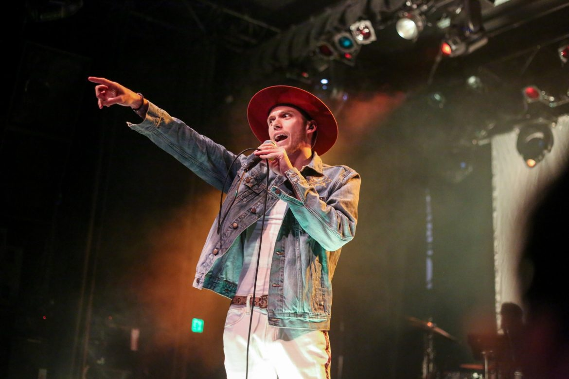 Harry+Hudson+wearing+his+signature+vintage+hat+on+the+El+Rey+stage.+Photo+credit%3A+Joshua+Pacheco
