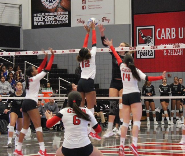 Women's volleyball gets swept on Senior Night