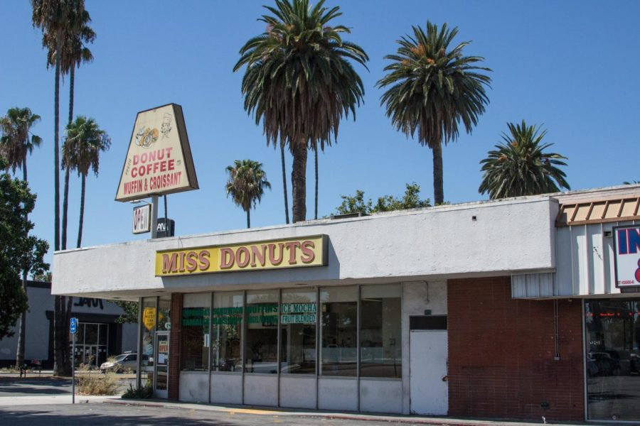 A+donuts+shop+%22MISS+DONUTS%22