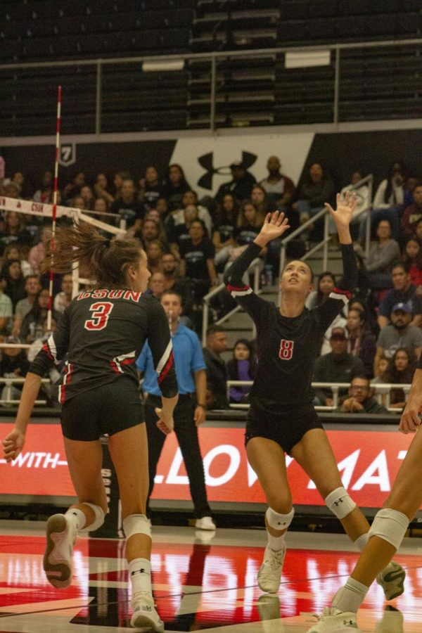 A CSUN Women's Volleyball player setting the ball for her teammate