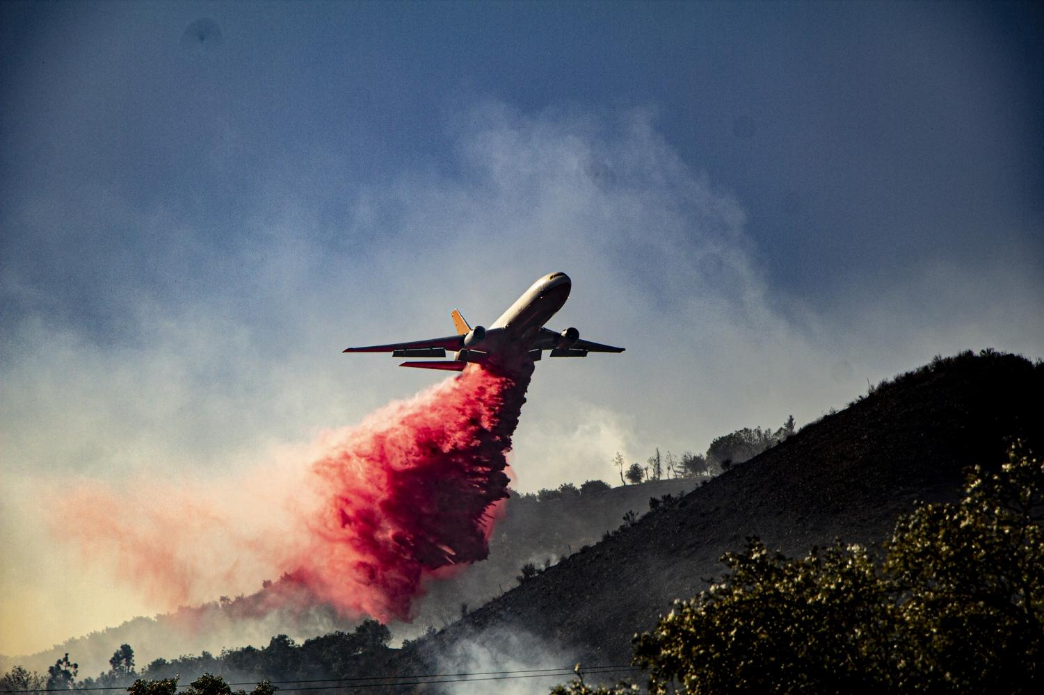A DC-10 tanker drops Phos-Chek near Tierra Rejada Road in Simi Valley on Oct. 30. Photo credit: Tim Strong