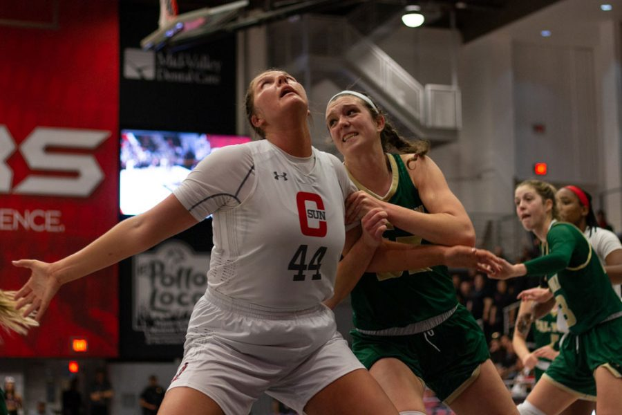 CSUN+center+Lauren+Shymkewicz+boxes+out+Cal+Poly%27s+Sierra+Campisano+from+rebounding+a+ball+during+the+game+on+Feb.+1.+Campisano+had+a+double-double+against+the+Matadors%2C+with+12+rebounds+and+21+points.+Photo+credit%3A+Logan+Bik