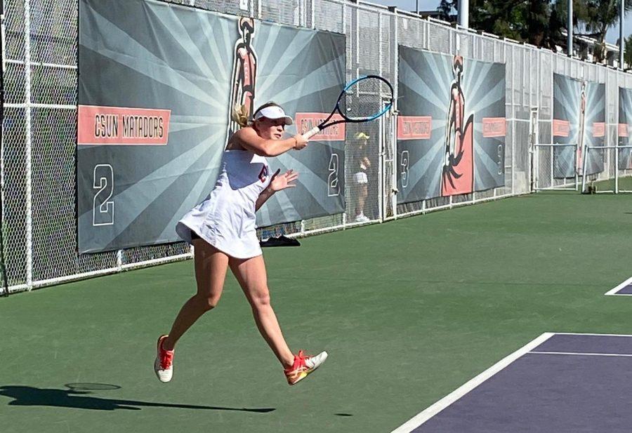 Junior+Ekatarina+Repina+facing+off+against+Oregon+during+her+singles+match+on+Feb.+15.