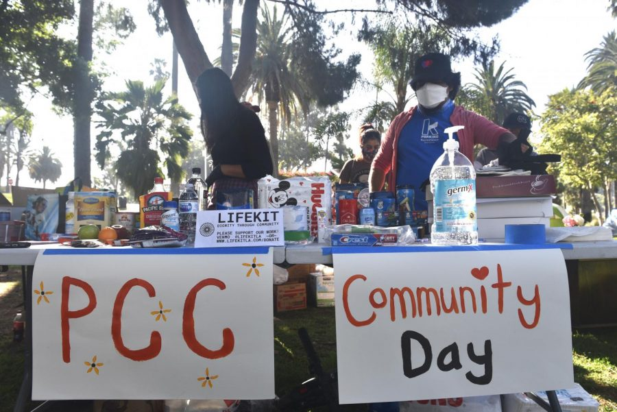 People%27s+City+Council+organized+a+%22Community+Day%22+on+Tuesday+at+Echo+Park.+Donations+were+provided+by+%2C+LifeKit%2Ca+non-profit+organization%2C+and+local+Angelenos.
