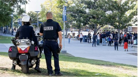 Campus police look on as a crowd forms in the Quad over a religious demonstration at Cal State University, Fullerton on Oct. 22, 2018. Photo by Riley Mcdougall, The Daily Titan